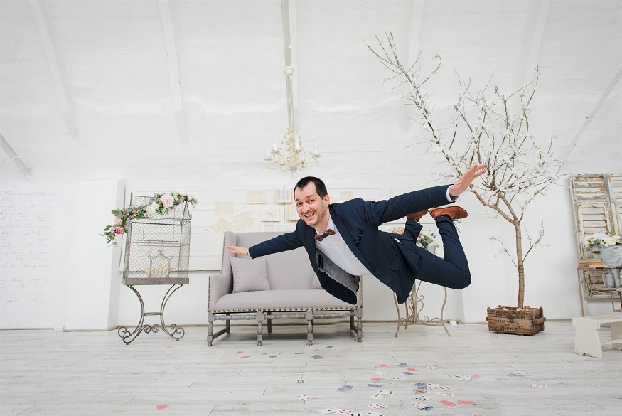 Esküvői játékok ejtőernyősök esküvőjén